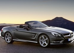 Under the new SL 500's long, sleek bonnet rumbles a twin-turbo 4.6-litre V8 that blasts out 320kW and 700Nm.