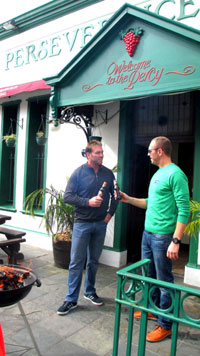 Jan Braai and Proteas cricketer Jacques Kallis outside Perseverance Tavern in Cape Town
