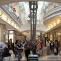 Shoppers at Canal Walk Shopping Centre in Century City, Cape Town, South Africa. Ensuring your brands are top of mind with these shoppers comes down to one consistent and powerful message from the Top, and target-market appropriate messages for the sub brands/products themselves. (Image: Henry Trotter, 2006, via Wikimedia Commons)