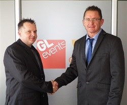 From left- Cape Wood Projects co-founder Wayne van de Venter shakes hands with GL events South Africa CEO, Mark Strydom.