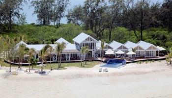 Thanda Island - Villa Outside