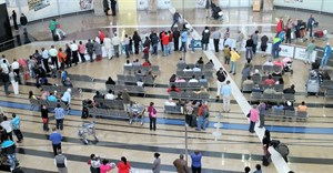 ©Ulrich Mueller via 123RF - People in the arrival hall at the O.R. Tambo International airport