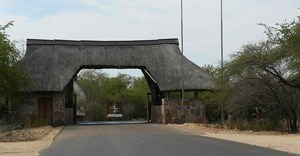 Altaileopard via Wikimedia Commons - Entrance of the Skukuza-Camp (Kruger National Park)