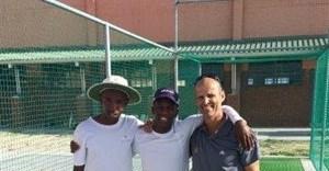 Sivuyile Mfunelwa (Gary Kirsten Foundation and GKCA coach), Michael Botha and Gary Kirsten. Photographer: Ryan van Niekerk