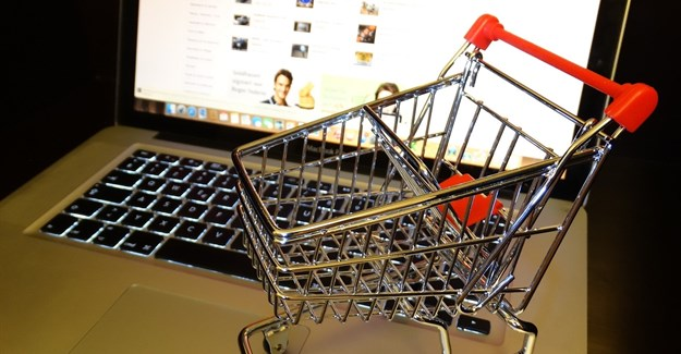 US retail giants feel pain as online shopping hits