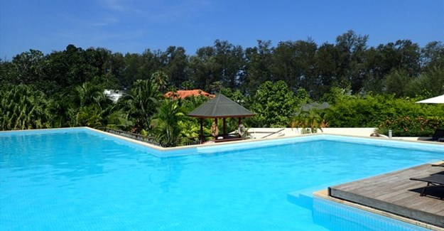 Self-catering for an affordable Phuket island holiday
