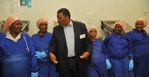 The Minister for Rural Development and Land reform, Gugile Nkwinti recently visited Dynamic Commodities to learn about the operations of the plant and the impact it has on job creation in the province.