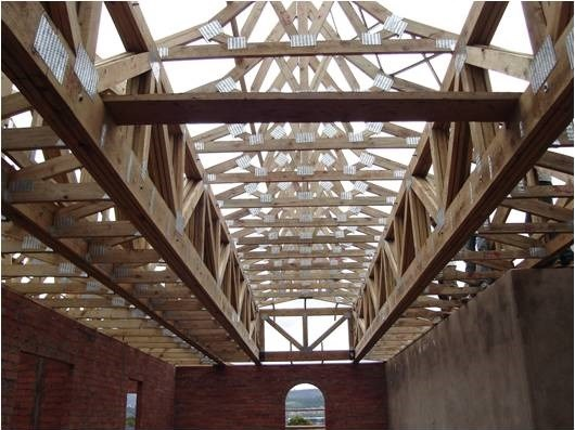 Benefits of pre fabricated timber roof trusses for Pre manufactured roof trusses