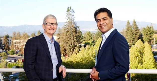 Apple CEO, Tim Cook and Deloitte CEO, Punit Renjen.