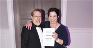 Andrea Anderson, GM of City Lodge Hotel Lynnwood, receives her Hotelier of the Year Award from chief executive Clifford Ross.
