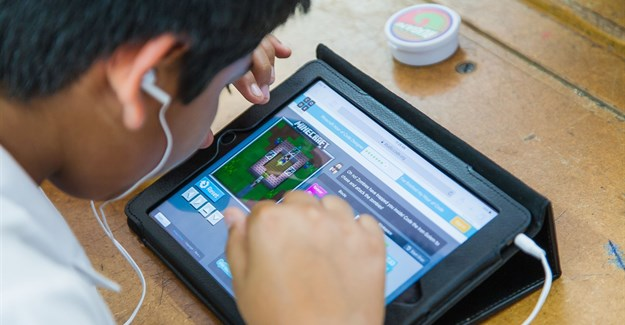 Using Minecraft to inspire interest in computer science