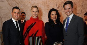 Moda Operandi co-founder Lauren Santo Domingo (second left) poses with Martin Drew ,Etihad Airways Senior Vice President – Americas (left), Amina Taher, Etihad Airways Head of Corporate Communications (second right), Patrick Pierce, Etihad Airways Vice President – Sponsorship (right), and Etihad Airways cabin crew during a VIP dinner announcing the launch of Runway to Runway.