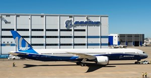 Boeing introduces 787-10 Dreamliner