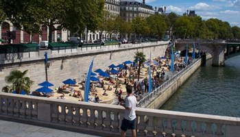 Lafarge loses Paris 'beach' deal over support for Trump wall