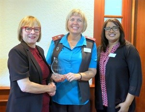COHSASA CEO, Jacqui Stewart (left), hands over the Katrin Kleijnhans Quality Award to Karin Coetzee, clinical risk manager for Cape Town Mediclinic who received the award on behalf of her team. With them is the general manager of the hospital, Michelle Africa.