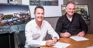Rob Wesselo, CEO Transcend and Steve Brookes, CEO of Balwin signing the MoU.
