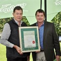 Freshmark MD Dr Johan van Deventer with Tru-Cape director and grower Derek Corder.