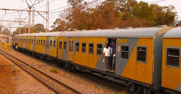 NEWSWATCH: Delays continue for Metrorail commuters