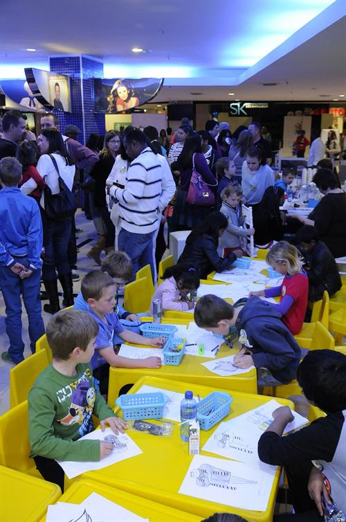 Cresta Shopping Centre - colouring in area - Cinemark celebrates Christmas in July